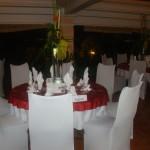 Des tables mises en valeur par le travail soigné des professeurs et élèves du Lycée Bellefontaine.