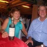 M & Mme José Marraud des Grottes, acquéreurs de la bouteille aux enchères, qui ont souhaité pour la deuxième année la remettre en jeu et l'ont de nouveau remportée.